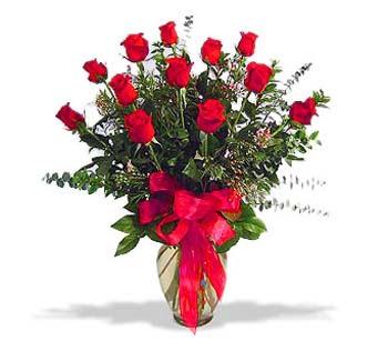 çiçek siparisi 11 adet kirmizi gül cam vazo  Şırnak uluslararası çiçek gönderme