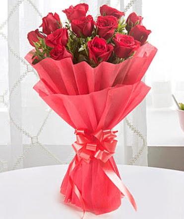 12 adet kırmızı gülden modern buket  Şırnak çiçek satışı