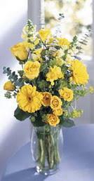 Şırnak uluslararası çiçek gönderme  sari güller ve gerbera cam yada mika vazo