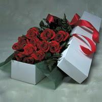 Şırnak uluslararası çiçek gönderme  11 adet gülden kutu