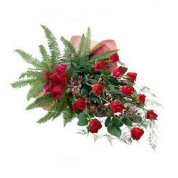 Şırnak uluslararası çiçek gönderme  10 adet kirmizi gül özel buket çiçek siparisi