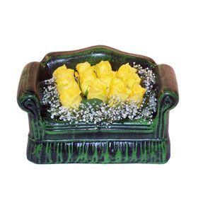 Seramik koltuk 12 sari gül   Şırnak çiçek siparişi sitesi