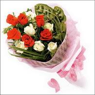 5 kirmizi 5 beyaz güllerden   Şırnak uluslararası çiçek gönderme