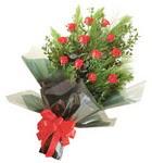 12 adet kirmizi gül buketi   Şırnak çiçekçiler