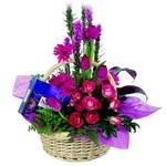 çikolata ve sepette çiçek   Şırnak çiçekçi telefonları