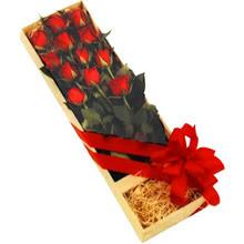 kutuda 12 adet kirmizi gül   Şırnak çiçek satışı