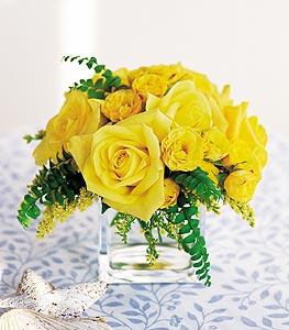 Şırnak anneler günü çiçek yolla  cam içerisinde 12 adet sari gül