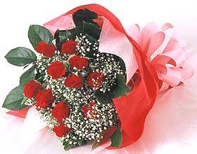 12 adet kirmizi gül buketi  Şırnak 14 şubat sevgililer günü çiçek