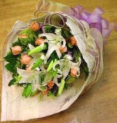 Şırnak çiçek siparişi vermek  11 ADET GÜL VE 1 ADET KAZABLANKA
