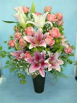 Şırnak çiçek siparişi vermek  cam vazo içerisinde 21 gül 1 kazablanka