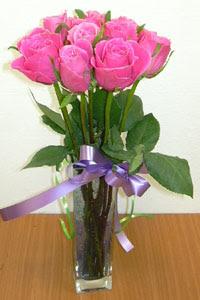 cam vazo içerisinde 11 adet gül  Şırnak çiçek siparişi vermek