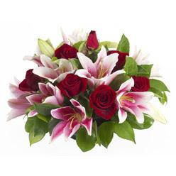 güller ve kazablnaklardan aranjman  Şırnak çiçek servisi , çiçekçi adresleri