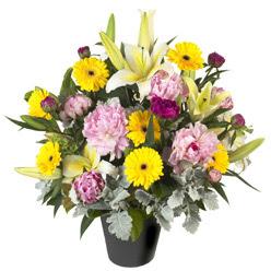 karisik mevsim çiçeklerinden vazo tanzimi  Şırnak hediye sevgilime hediye çiçek