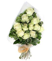 Şırnak çiçek gönderme sitemiz güvenlidir  12 li beyaz gül buketi.