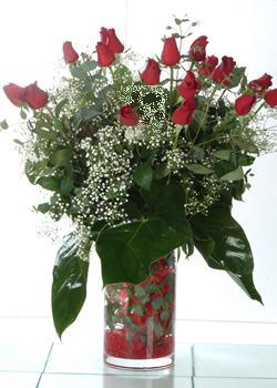 Şırnak çiçek yolla , çiçek gönder , çiçekçi   11 adet kirmizi gül ve cam yada mika vazo tanzim