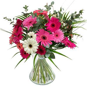 15 adet gerbera ve vazo çiçek tanzimi  Şırnak uluslararası çiçek gönderme
