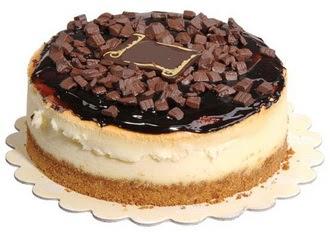 pasta yolla 4 ile 6 kisilik çikolatali yas pasta  Şırnak uluslararası çiçek gönderme