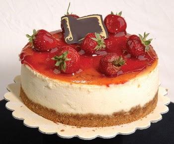 online pastaci 4 ile 6 kisilik yas pasta çilekli  Şırnak internetten çiçek siparişi