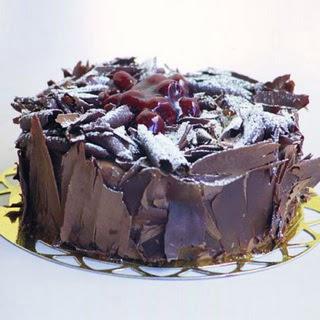 pasta yolla 4 ile 6 kisilik visneli çikolatali yas pasta  Şırnak internetten çiçek siparişi