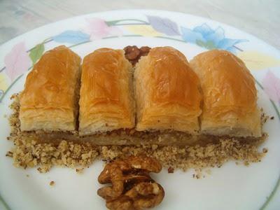 online pastane Essiz lezzette 1 kilo cevizli baklava  Şırnak 14 şubat sevgililer günü çiçek