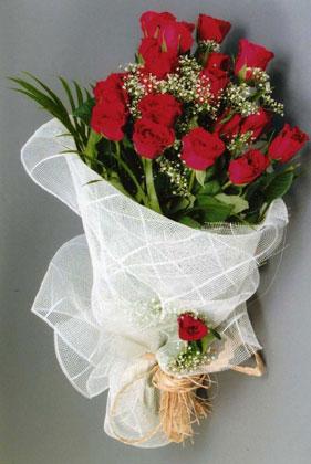 10 adet kirmizi güllerden buket çiçegi  Şırnak İnternetten çiçek siparişi