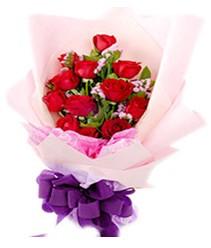 7 gülden kirmizi gül buketi sevenler alsin  Şırnak çiçekçi telefonları