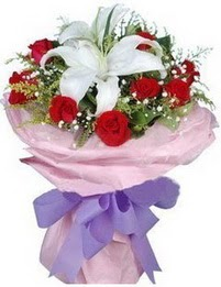 9 adet kirmizi gül 1 adet kazablanka buketi  Şırnak çiçekçiler