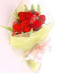 9 adet kirmizi gül buketi  Şırnak 14 şubat sevgililer günü çiçek