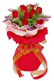 Şırnak anneler günü çiçek yolla  8 Adet kirmizi güllerden buket tanzimi