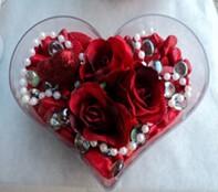 Şırnak 14 şubat sevgililer günü çiçek  mika kalp içerisinde 3 adet gül ve taslar