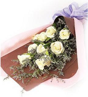 Şırnak 14 şubat sevgililer günü çiçek  9 adet beyaz gülden görsel buket çiçeği