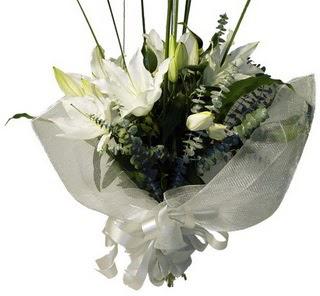 Şırnak çiçekçiler  2 dal kazablanka çiçek buketi