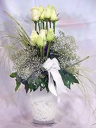 Şırnak uluslararası çiçek gönderme  9 adet vazoda beyaz gül - sevdiklerinize çiçek seçimi