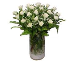 Şırnak İnternetten çiçek siparişi  cam yada mika Vazoda 12 adet beyaz gül - sevenler için ideal seçim