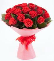 12 adet kırmızı gül buketi  Şırnak internetten çiçek siparişi