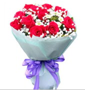 12 adet kırmızı gül ve beyaz kır çiçekleri  Şırnak çiçekçiler