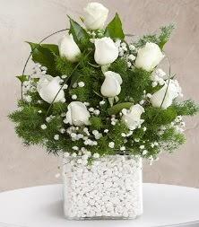 9 beyaz gül vazosu  Şırnak hediye çiçek yolla