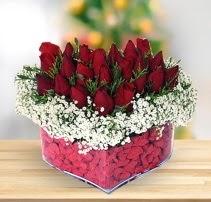 15 kırmızı gülden kalp mika çiçeği  Şırnak hediye çiçek yolla