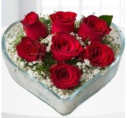 Kalp içerisinde 7 adet kırmızı gül  Şırnak güvenli kaliteli hızlı çiçek