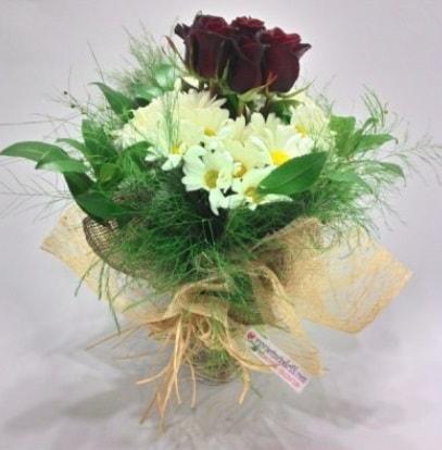 5 adet kırmızı gül ve kırızantem buketi  Şırnak 14 şubat sevgililer günü çiçek