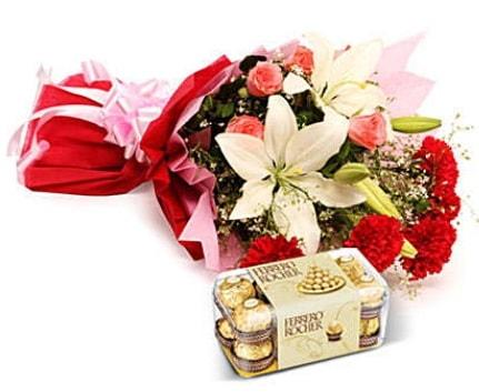 Karışık buket ve kutu çikolata  Şırnak çiçekçi mağazası