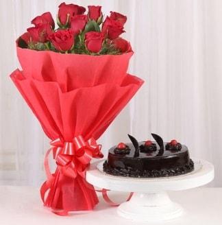 10 Adet kırmızı gül ve 4 kişilik yaş pasta  Şırnak çiçek siparişi vermek