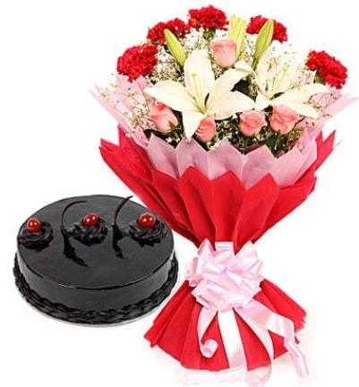 Karışık mevsim buketi ve 4 kişilik yaş pasta  Şırnak çiçekçiler