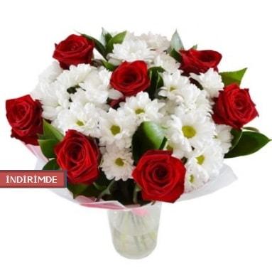 7 kırmızı gül ve 1 demet krizantem  Şırnak çiçekçi telefonları